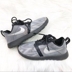 Nike ROSHE ONE FLIGHT WEIGHT Boys Sneakers